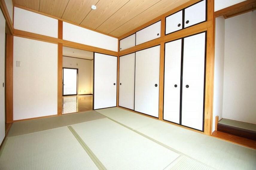 和室 床の間付きの和室6帖は、収納スペースも充実。客間や寝室に、リビングの延長としてもお使い頂けます。