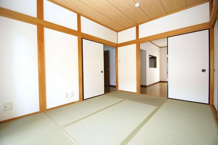 和室 廊下にも出られる2WAY和室です。畳の表替えの他、クロスや襖や障子を張替えて、きれいになりました。
