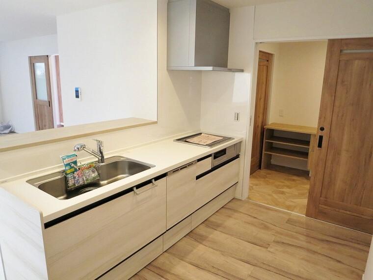 キッチン キッチンは食器洗浄乾燥機付き!家事の負担も減りそうですね。