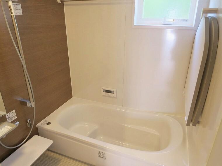 浴室 浴室は乾燥機付きなので、雨の日に洗濯物を干せますね。