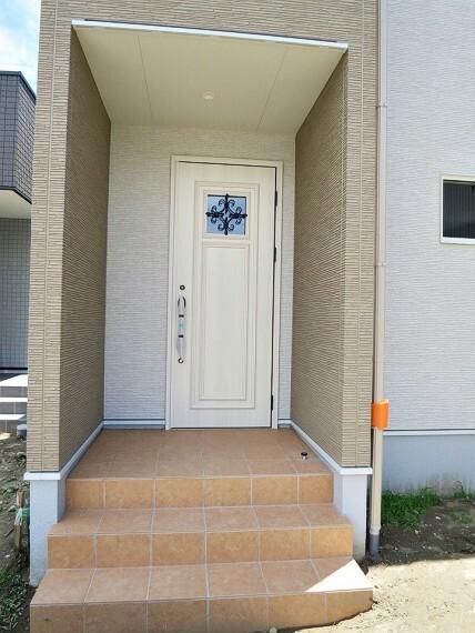 共用部・設備施設 玄関のドアは断熱・防火仕様!