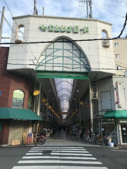 周辺の街並み 十三の商店街まで徒歩10分!自転車では3分!