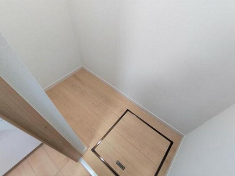 居間・リビング 【リフォーム済】キッチン横収納です。約1帖ほどの広さがあるので、ゆったりお使いいただけます。