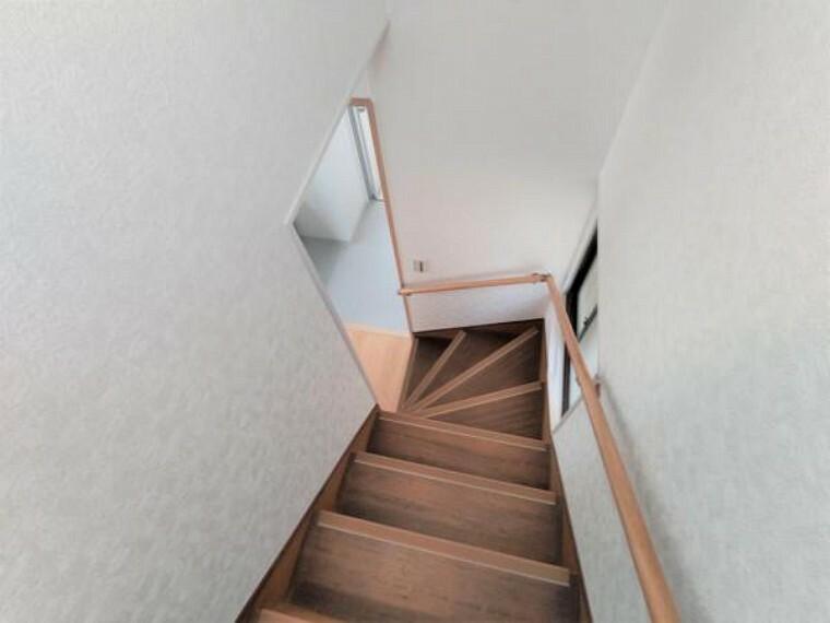 【リフォーム済】階段には手すりを付けています。上り下りも安心ですね。