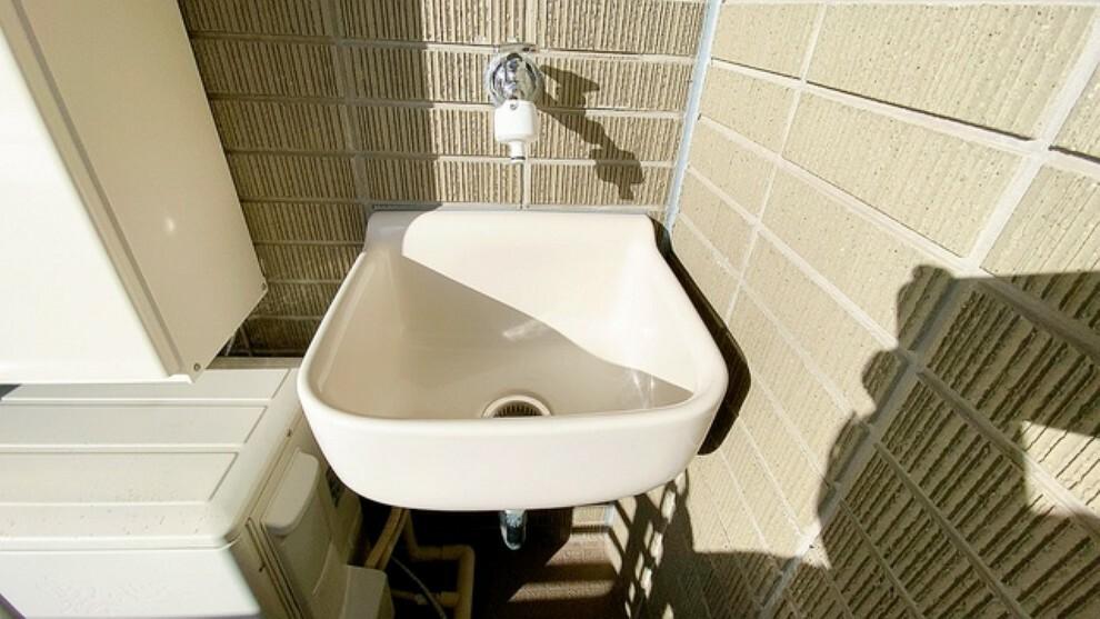 バルコニー バルコニーには水栓を完備。掃除の際の水洗いや植木の水やりにも便利です。