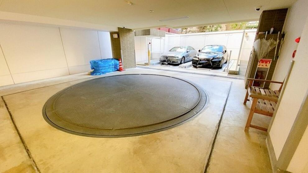 駐車場 敷地内に立体駐車場を完備。転車台も完備で駐車も楽々です。