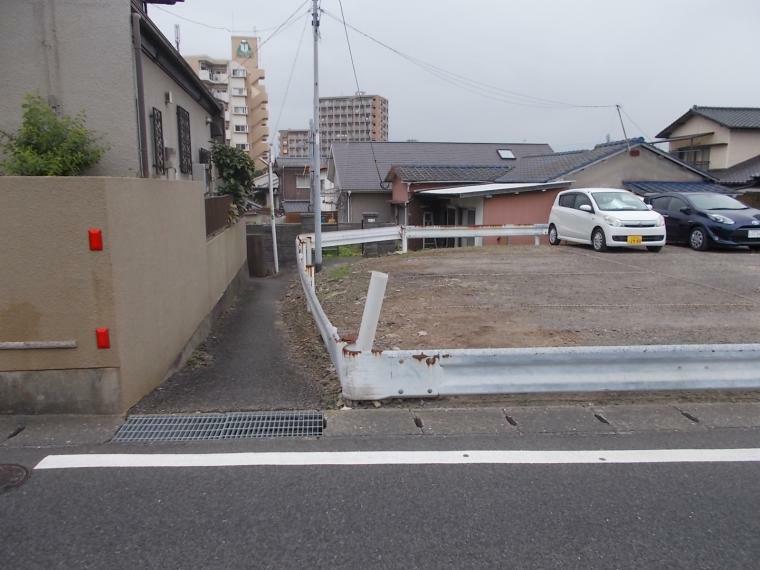 現況写真 南側前面道路、里道(公道)