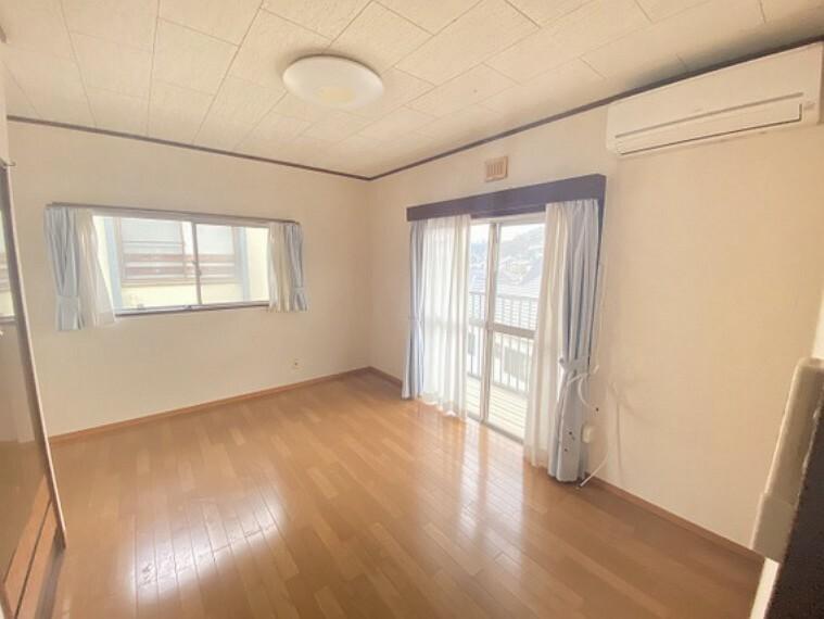 居間・リビング 南に面したお部屋は採光通風に優れた心地よい空間です。家族の団らんがより楽しくなりそうです。