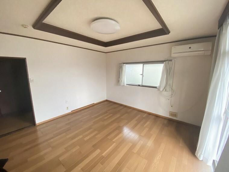 畳の敷かれた和室は、お子様とゆっくりくつろげるお昼寝スペースとしてもお使い頂けます。