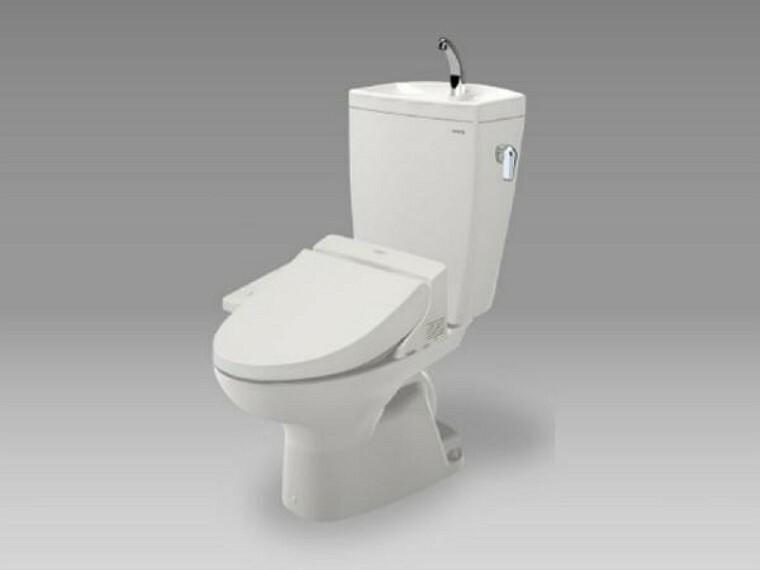 トイレ 【同仕様写真】トイレはTOTO製の温水洗浄便座に交換します。洗浄量は従来のものより大幅な節水を実現、少ない水でもしっかりと洗浄。表面は凹凸がないため汚れがつきにくく、継ぎ目のない形状でお手入れも簡単です。