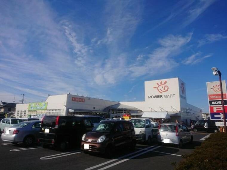 スーパー 【近隣施設/スーパー】パワーマート住吉店様まで1.2km(徒歩15分、車3分)。日々のお買い物に欠かせないスーパーは徒歩でも遠くない距離。歩いて行ける距離にスーパーがあると買い忘れがあってもすぐにお買い物できるので便利ですね。