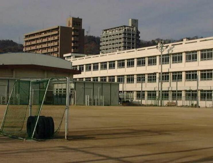 小学校 広島市立中山小学校