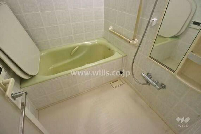 浴室 浴室には手すりがついているので、高齢者の方でも安心です。
