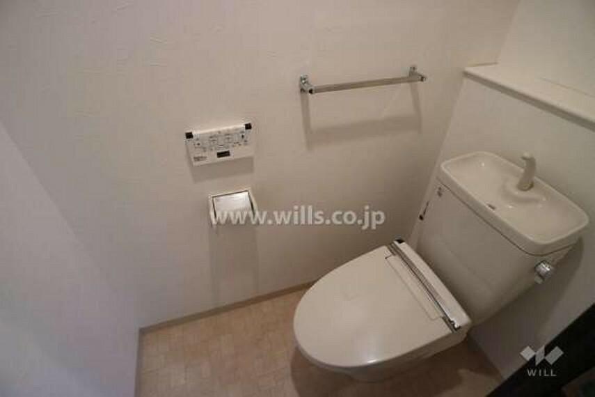トイレ トイレにも手すりがついています。