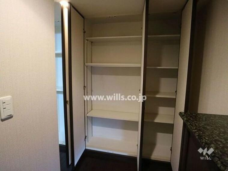 収納 廊下部分にも収納スペースがあり、お荷物の多い方でも安心です。