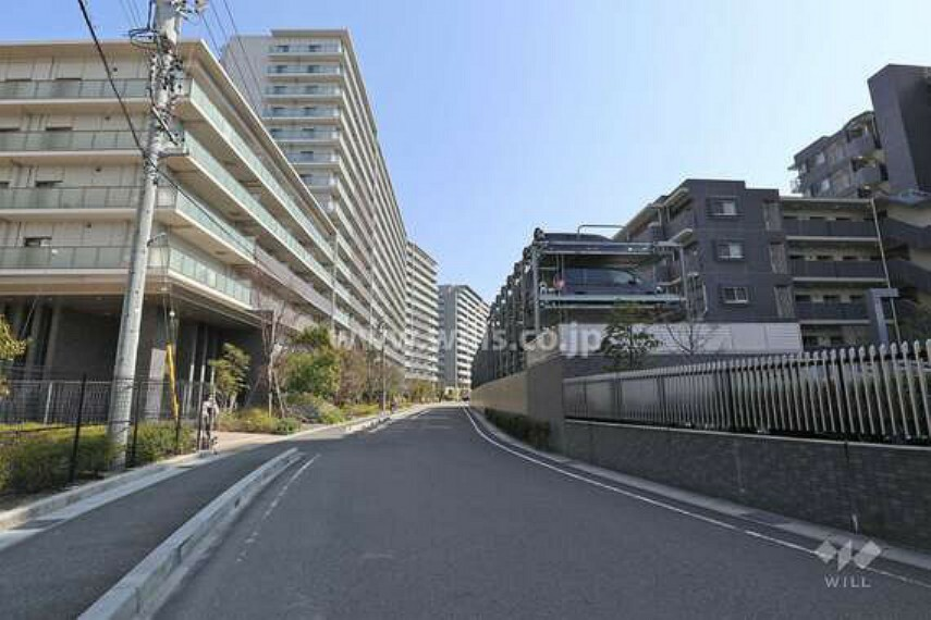 現況写真 敷地南西側の前面道路(北西側から)
