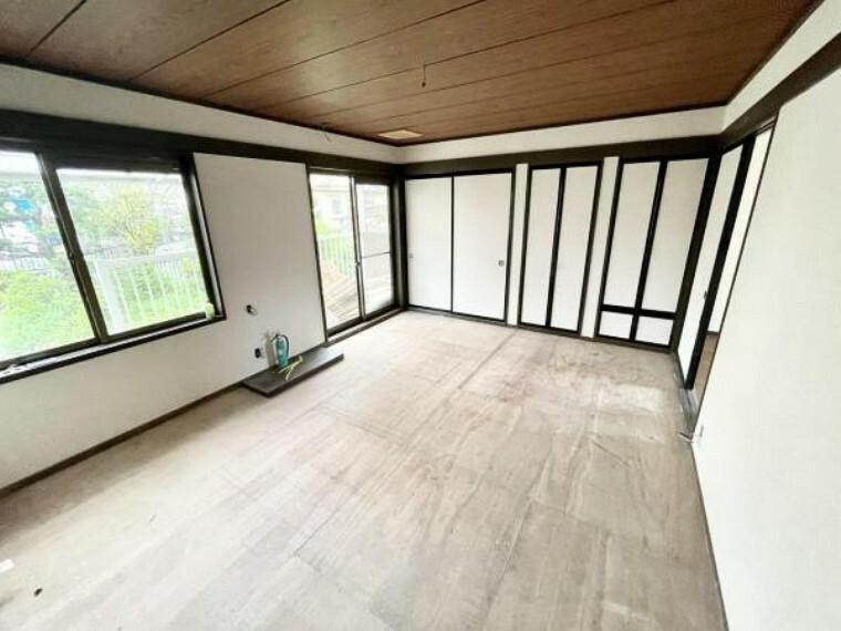 【リフォーム中】1階10帖和室です。畳の表替え、障子と襖の張替、照明の交換を予定しております。