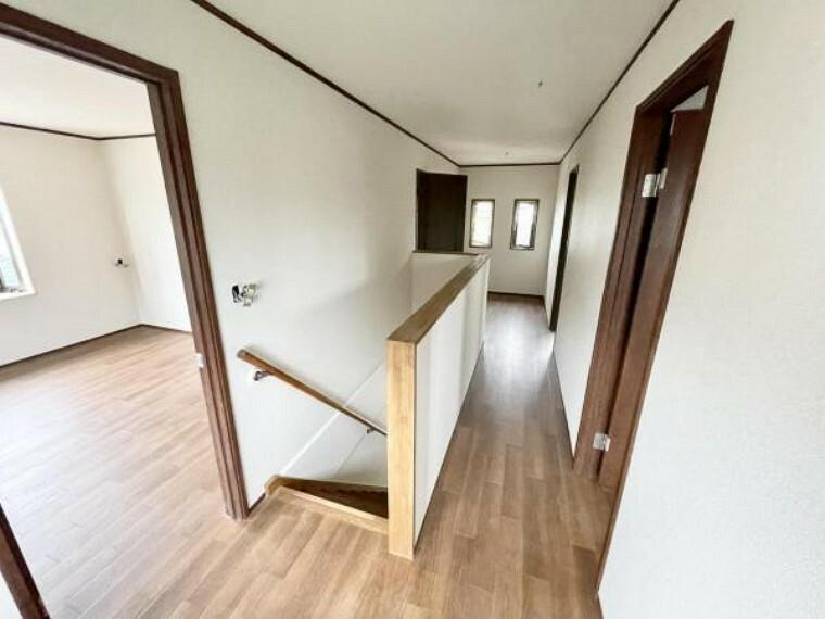 【リフォーム中5/21更新】2階廊下です。居室以外にもスペースがあるので、本棚を置いたり、洗濯物を干したりと便利に使えます。