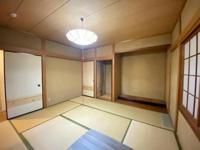 和室 広々和室は客間としても使えますよ