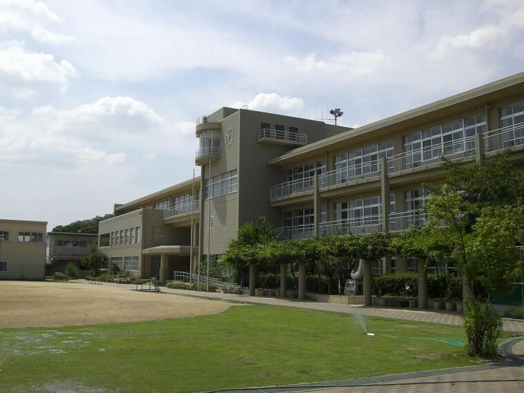 小学校 【小学校】芦屋市立山手小学校まで453m