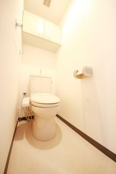 トイレ 収納棚付きなので室内がスッキリ片付きますね(*^^*)もちろんストックもOK!