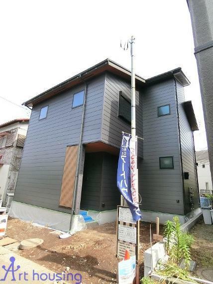 現況外観写真 外壁は耐久性に優れたガルバリウム鋼板を使用!