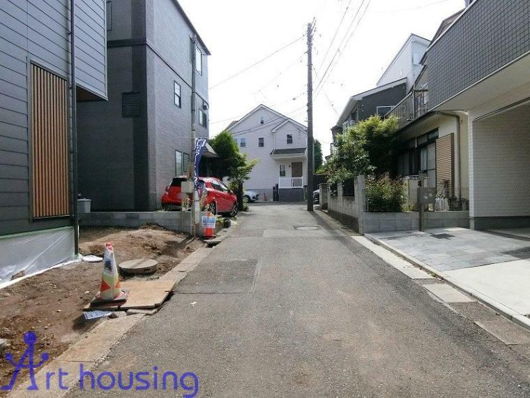 現況外観写真 前面道路・車通りの少ない閑静な住宅街です