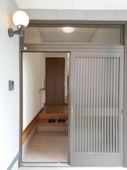 玄関 玄関は引き戸で、開放感と出入りしやすい我が家の入口。