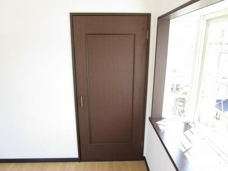 収納 【リフォーム済】二階洋室4.5帖には備え付けのクローゼットがあります。お子様のお部屋にいかがでしょうか
