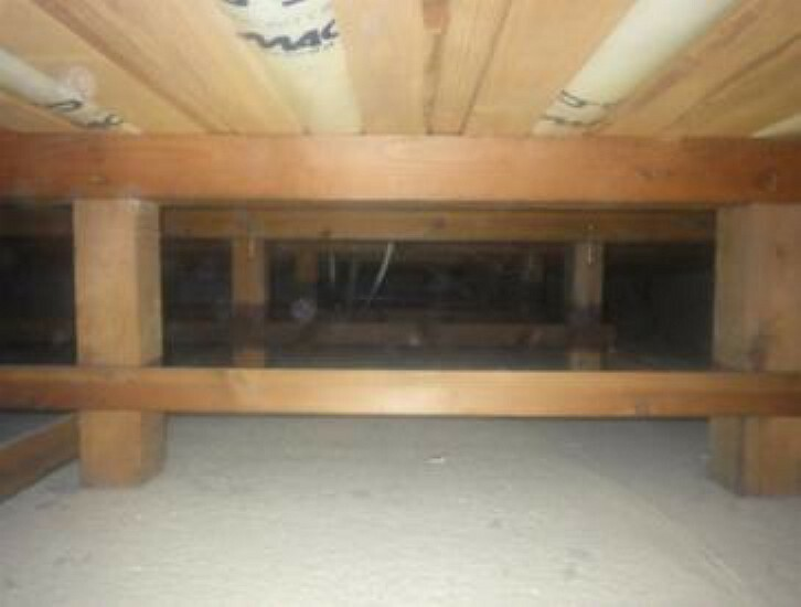 中古住宅の3大リスクである、雨漏り、主要構造部分の欠陥や腐食、給排水管の漏水や故障を2年間保証します。その前提で床下まで確認の上でリフォームし、シロアリの被害調査と防除工事もおこないます。