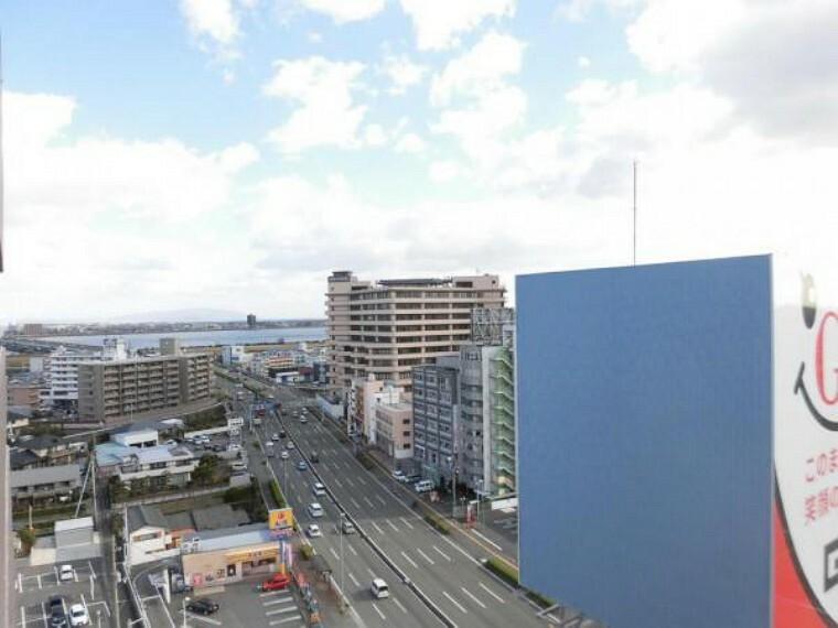 眺望 バルコニーからの眺望です。徳島市の街並みや吉野川が見渡せますよ。