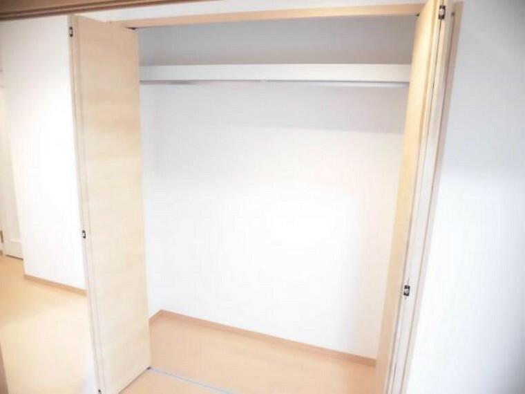 (リフォーム後)廊下にはクローゼットを新設しました。廊下にも収納スペースがあると便利ですね。