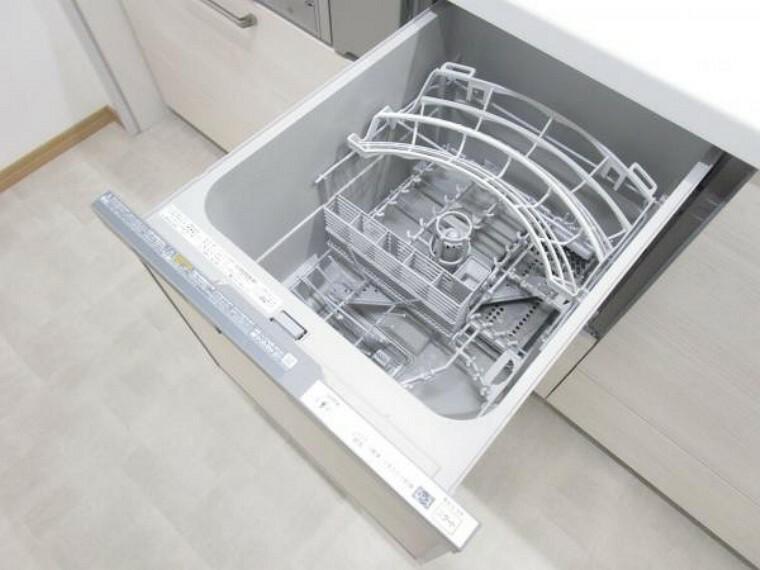 キッチン (リフォーム後)キッチンに食器洗い乾燥機を設置しました。面倒な後片付けも楽に出来て便利ですよ。