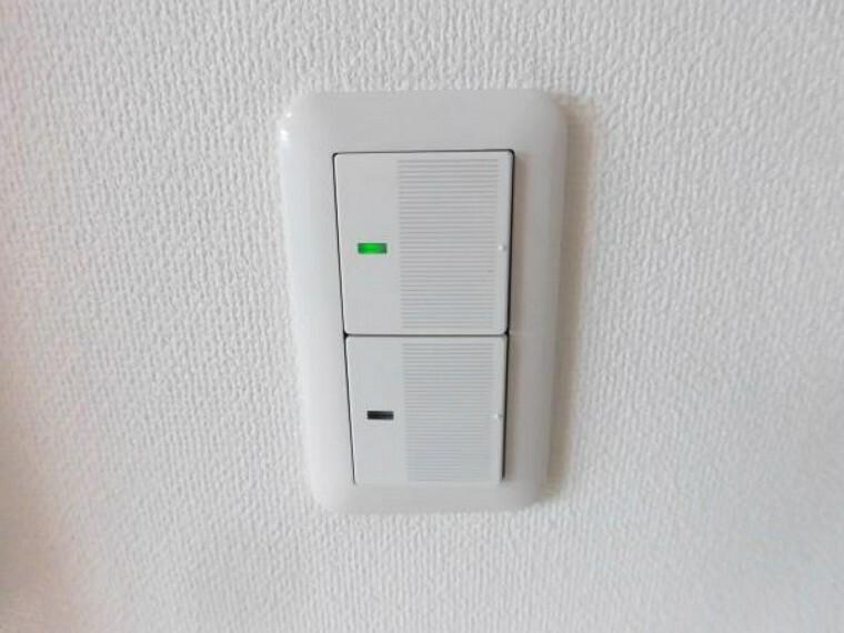 照明スイッチはワイドタイプに交換しました。毎日手に触れる部分なので気になりますよね。新品できれいですし、見た目もオシャレで押しやすいです。