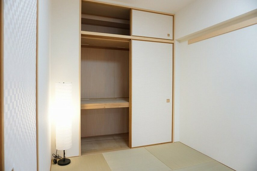 収納 和室の収納は大容量。奥行きもあるので布団や衣替えの衣装なども楽々収納できます。