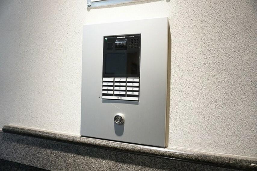 防犯設備 お部屋と繋がるカメラモニター付きオートロック完備。