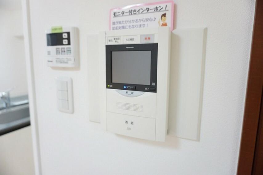 防犯設備 防犯性もばっちり、TVモニター付きインターフォン完備。大きなモニターで玄関先を確認できます。