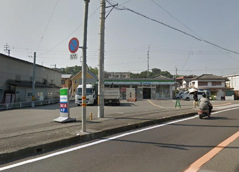 コンビニ 【コンビニエンスストア】ファミリーマート 高知一宮東町店まで300m