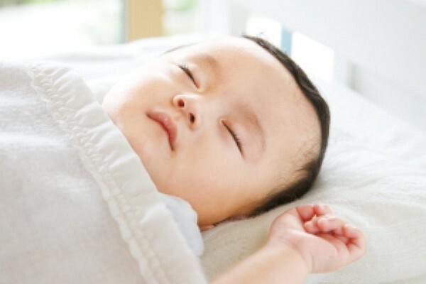 冷暖房・空調設備 「化学物質の抑制」と「換気・空気清浄」の2つの取り組みにより、快適な空気環境を実現する「エアキス」。一番影響を受けやすい子どもを基準とし、化学物質の低減を目指します。