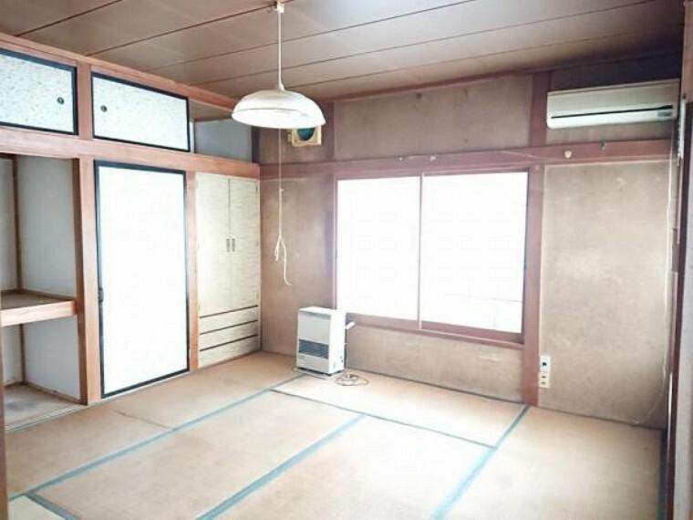 現況写真 【リフォーム前02/15撮影】1階玄関横の和室です。リフォーム前の状態です。