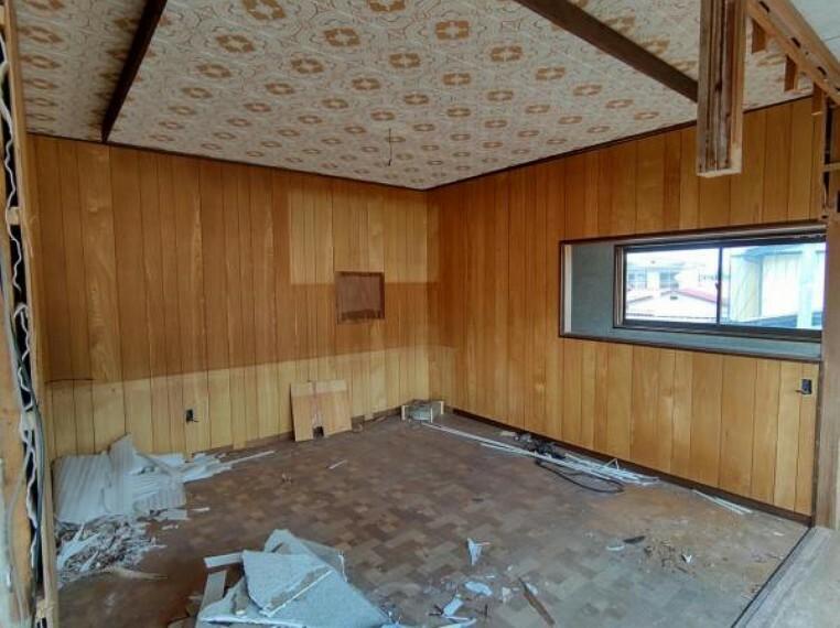 現況写真 【リフォーム中4/26撮影】2階洋室です。クローゼットを新設予定です。
