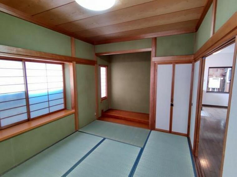 (リフォーム済)1階北側6畳和室です。畳表替え、天井、壁クリーニングをおこないました。照明交換もおこないました。こちらも客間として使用してみてはいかがでしょうか。