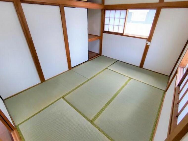 【リフォーム済】同じく2階和室の写真です。こちらには押入れがございます。襖は張り替えいたしました。