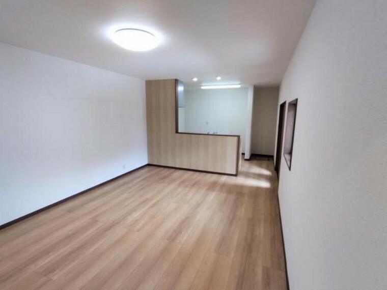 リビングダイニング 【リフォーム済】続き間の和室2部屋を18帖のLDKへ間取り変更しました。