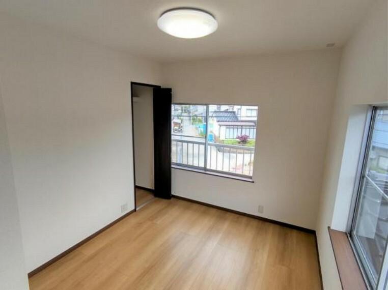 【リフォーム済】2階南東側洋室5.5帖