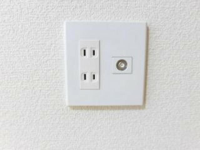 発電・温水設備 【同仕様写真】全居室にコンセントとTVジャックを設置現状コンセントが足りない箇所には必要に応じて増設も行います。生活してみないと気付かない部分もカバーしています。