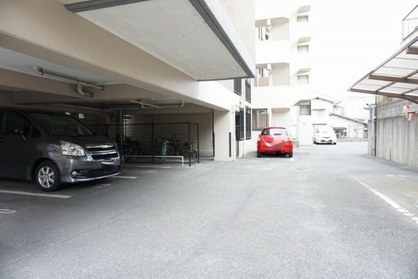駐車場 駐車場。