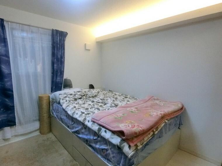 寝室 3Fと1Fの二つの洋室には造作の間接照明がついており雰囲気を変えることが出来ます