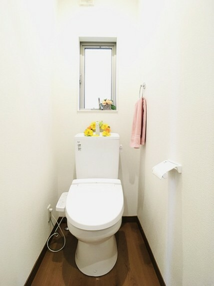 トイレ 白を基調とした清潔感あるトイレ。 住まいを想う仕事、人生を輝かせる使命と理念。 不動産のことならセンチュリー21いちにし不動産【一年中休まず営業中】にお任せ下さい。