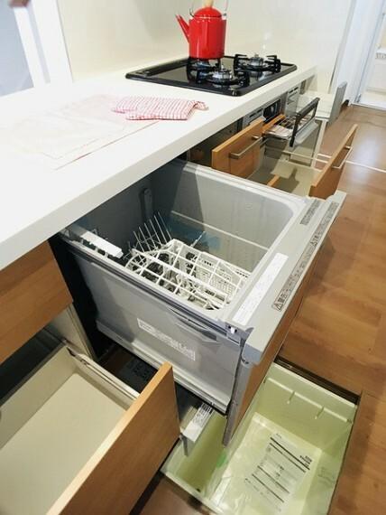 キッチン 食洗器付きの対面キッチン。 センチュリー21いちにし不動産はお仕事で忙しいお客様を応援します。 早朝・遅い時間、急なご案内も対応いたします。 一年中休まず営業中(夏季・年末年始を除く)